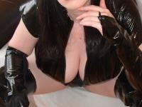 Bekijk de details van camgirl Hestia (26 jaar)